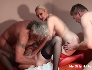 Horny foursomes with fisting and squirting
