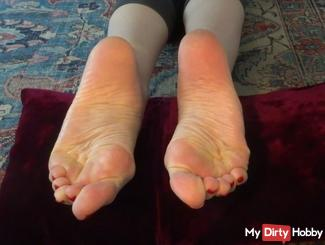 Spray my soles I need your sperm!