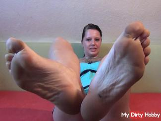 Foot fetishism - Come and lick it clean