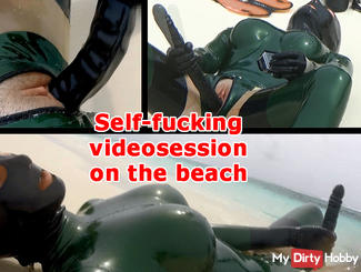 Self-fucking videosession on the beach