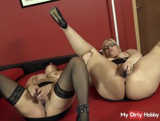 Double dildo action with girlfriend