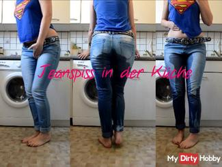 Jeanspiss in the kitchen