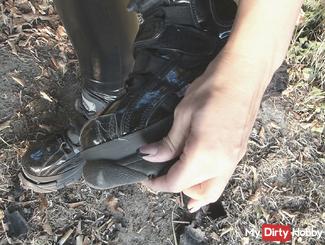 Das Ende meiner Lack Buffs Plateau Boots Sneaker / Trash / Ripping in wetlook leggins