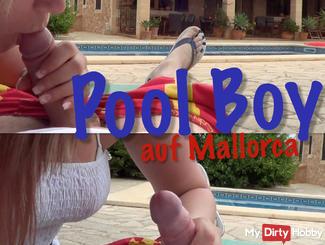 Was ein geiler Urlaub der geile Poolboy wurde mit einem richtig geilen Blow Job belohnt und bezahlt. Wer will das nächste mal mit mir in den Urlaub ?