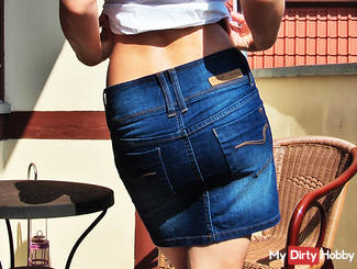 Strip in jeans skirt and Buse