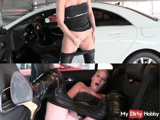 Wixxen wet pussy in the car park - horny in the car