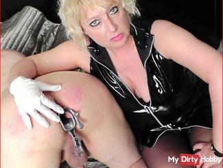 Speculum Anal humiliation and extreme strain