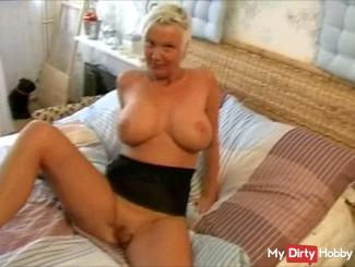 Horny Milf seduces boys Nachbarbn