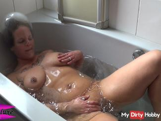 Breathless # 10 - In the tub
