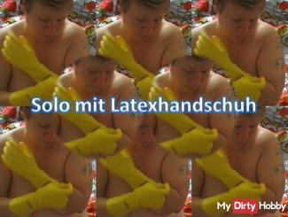Solo with latex gloves