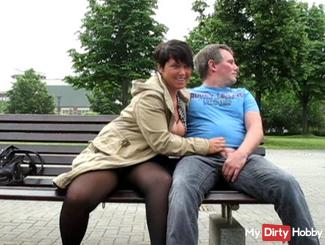 In the park publicly blown on the bench