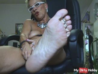-Fußskla*e-,benutze m.Füße,Ich w*xXe m.triefendes LOCH!!