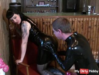 Worship the Rubber Goddess in High Heels