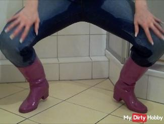 Pissing prefer in rubber boots