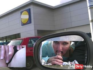 Blowjob outside the supermarket with spectators