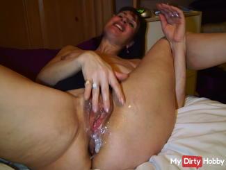 Hot cum over my pussy