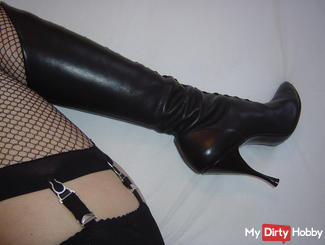 Spray from a slave! Vintage boots