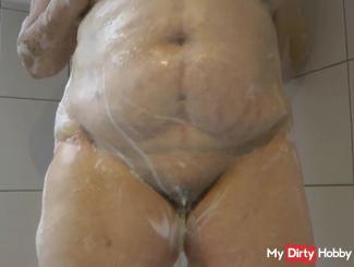 Pissing When bathing