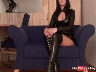 Piss Slave Sauf the piss your mistress!