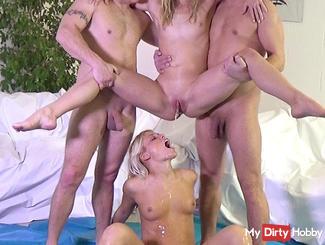 Die Piss Fick Orgie mit Blondienchen