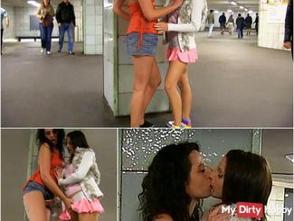 Public Lesbo Pussy Play