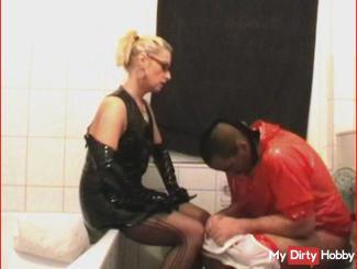 Toilet training - at the slave Stehpissen catch-dominatrix slave