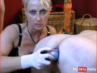 Fisting Hardcore Arschloch mit Flasche gefickt -  Domina BDSM