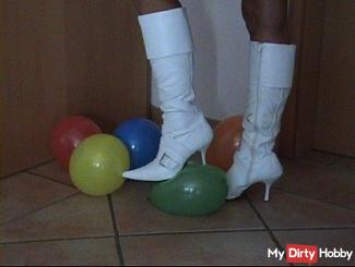 Userwunsch DJFooty balloons trampled with boots