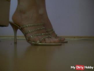 Lackierte Zehen, Strümpfe und geile High heels