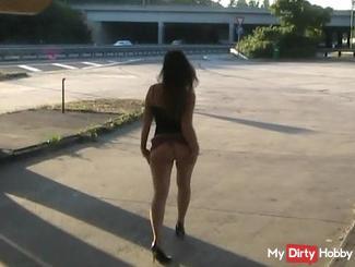geiler catwalk next to the highway