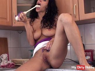 Massager in cunt and mouth