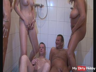 3 Girls Pissing
