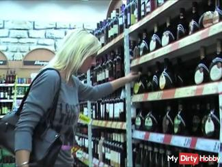 Public Extreme-Im Supermarkt erkannt / REAL + AO