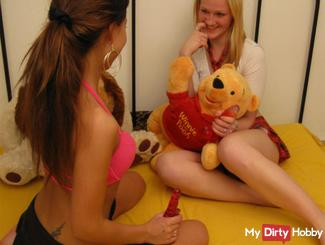 FIRST TIME LESBO TEENIES