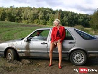 Geil in mud - carstuck & masturbate