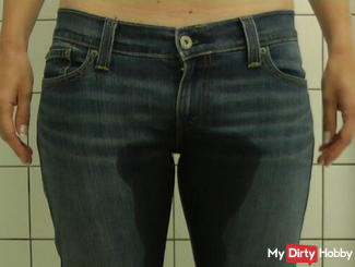 Jeans pissing