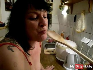 pi**en beim kochen in Dessous