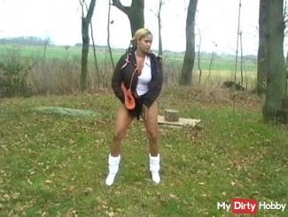 Teen Girl pee on