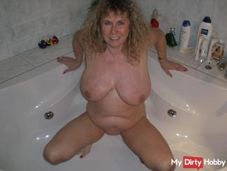 Pissing after fucking in the jacuzzi