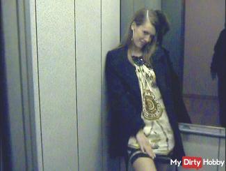 Rumgeblasen In Public Elevator