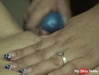 Slave girl to orgasm ...