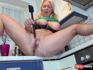 OMG: Kitchen flooded !!! Mega Squirt !!