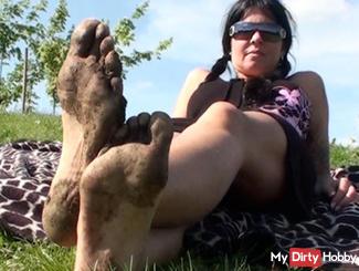 Dirty feet !!