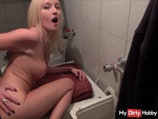 18j. Nachbarsjungen im Waschraum gefi**t