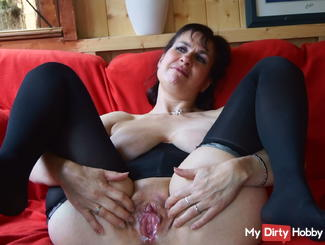 Juicy Pussy Invites a cock