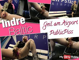 GEIL AT AIRPORT - Outdoor dildo fun and PublicPISS