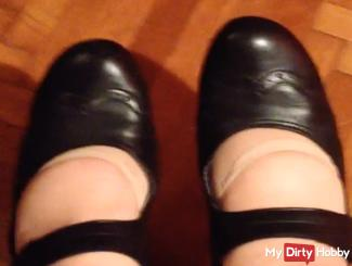thick Lady with nylons and shoes