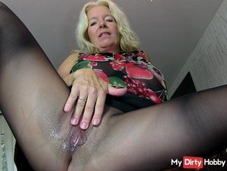 Dirty Talk in nylons sperm