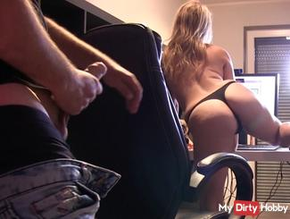 Roommate TO BLOWJOB IN CAM compelled