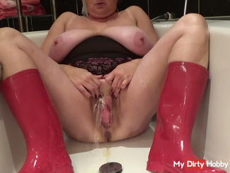 set with red rubber boots in the bathtub ....